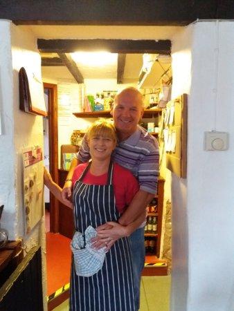 Velindre, UK: Richard and Diane - Landlord and Landlady of The Three Horseshoes.