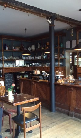 Clowne, UK: Lovely old original counter and shelving