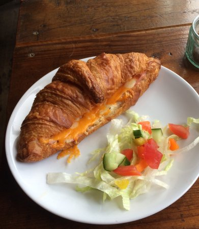 Clowne, UK: Cheese and ham croissant