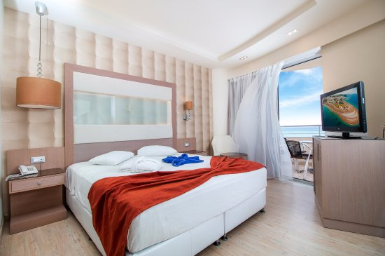 Pegasos Deluxe Beach Hotel: Deluxe Room