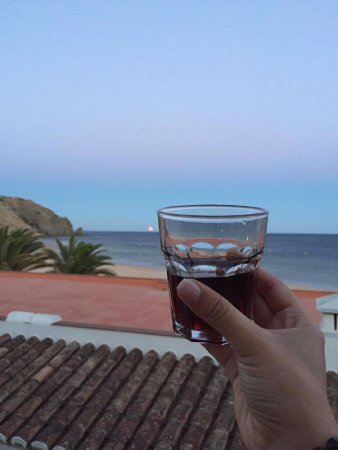 Luz Beach Apartments: Having some Porto wine on the balcony