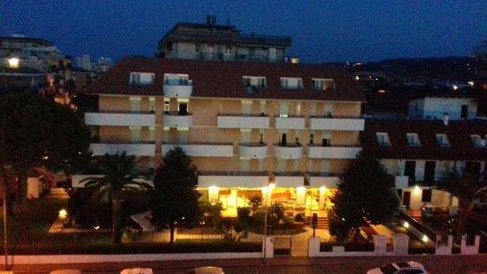 Hotel Bernard: Visione notturna dalla nostra camera