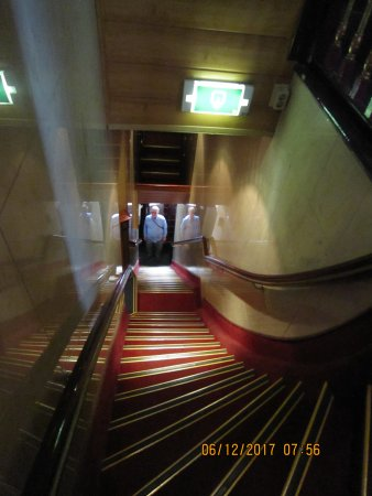 Hotel Nadia: staircase from street to main floor