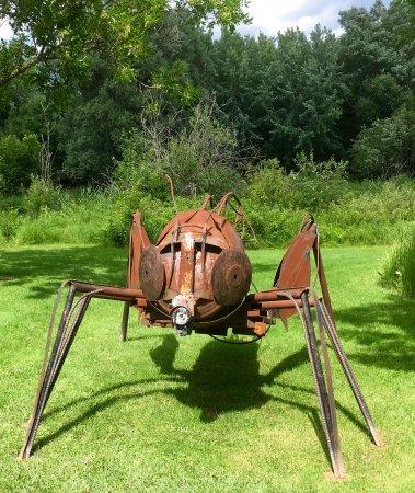 Parc Marie-Victorin: Un des insectes en Métal