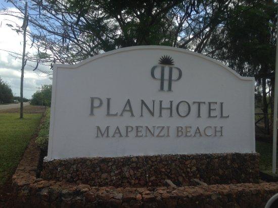Diamonds Mapenzi Beach: The Entrance:)