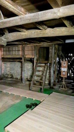 Former Konpira Old Theater Kanamaruza: 舞台下方表演者入口