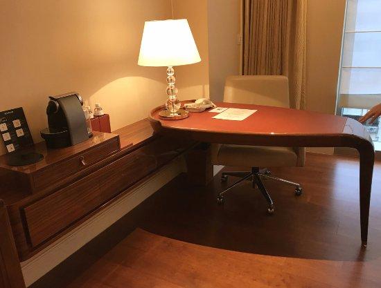 The Okura Prestige Taipei: Writing table