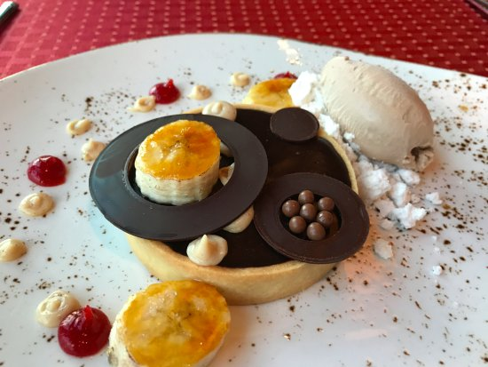 Middleburg, VA: Chocolate peanut butter tarte with rum ice cream and peanut butter powder