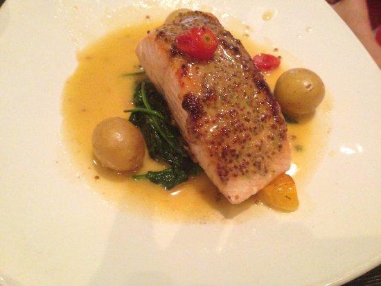 IL Palio Restaurant: Excellent Salmon