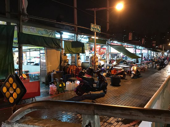 Fongshan Qingnian Night Market