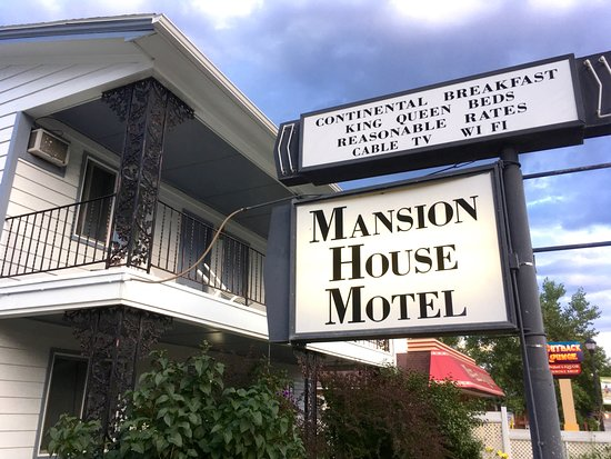 Buffalo, WY: Exterior of motel part of Mansion House Inn