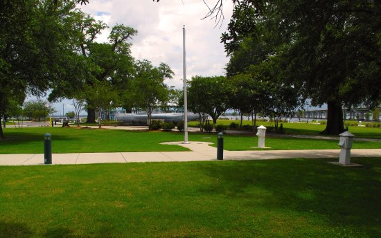 Biloxi, MS: Point Cadet Plaza - Grounds