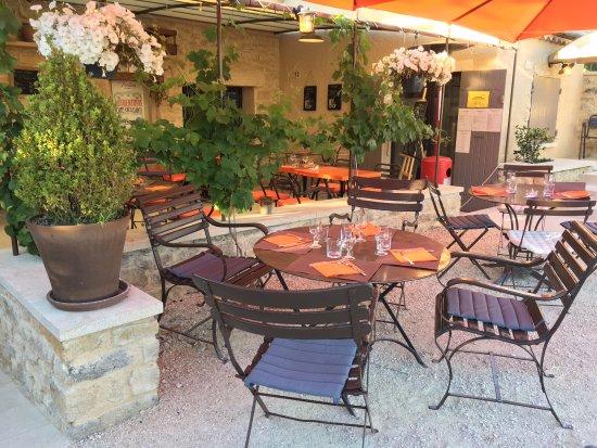 Crillon-le-Brave, França: Terrasse de l'Auberge Provençale à Crillon le Brave