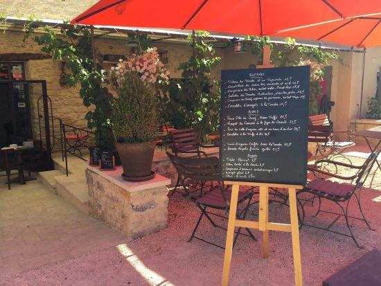 """Crillon-le-Brave, França: """"A la carte"""" à base de produits frais la cuisine suit les saisons et la carte change régulièreme"""