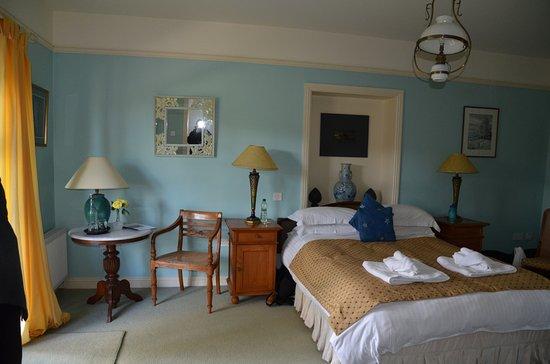 The Burren, Irlandia: First floor room, opening into the gorgeous garden.