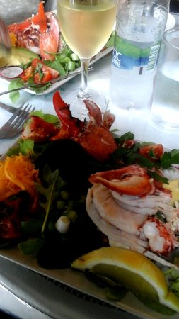 The Curlew Cafe and Crafts : Full lobster salad