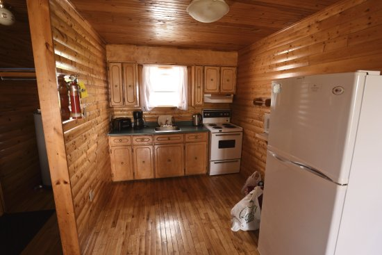 Gros Morne Cabins: Kitchen