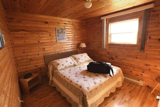 Gros Morne Cabins: One of 2 bedrooms