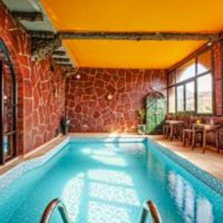 Kasbah Jad Auberge : piscine interieur et chauffante