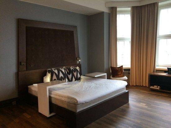 Klaus K Hotel: King size bed room