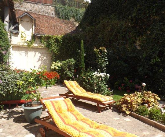 Sainte-Maure-de-Touraine, France: le jardin