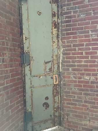Mansfield, OH: I thought this door was cool.
