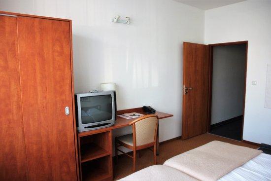 aussicht vom 1 stock bild von rezidence emmy prag tripadvisor. Black Bedroom Furniture Sets. Home Design Ideas