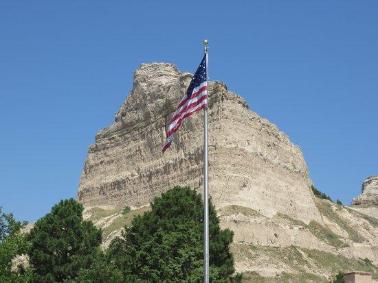 Gering, NE: Flag with Bluff
