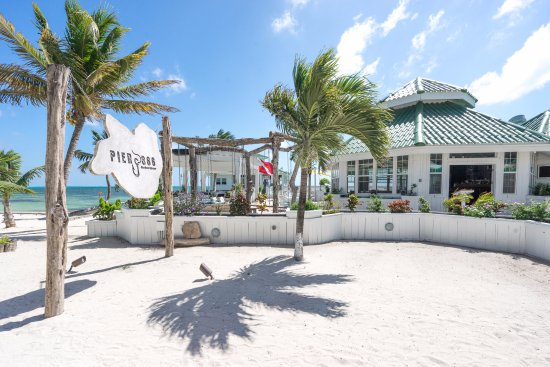 Banyan Bay Suites: Inhouse Restaurant Pier 366 Seahouse House