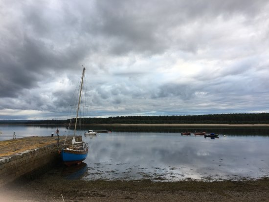 Findhorn, UK: Beach and small port
