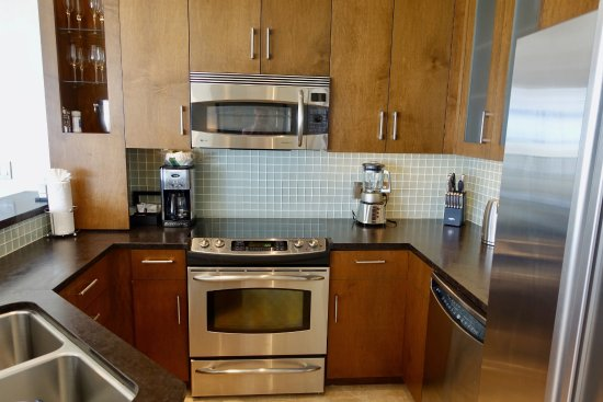 West Bay Club: We used this kitchen A LOT!!! Had everything we needed and more!