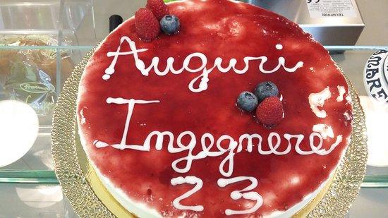 Galliate, Italia: Ci occupiamo di creare torte  a base di yogurt per compleanni ghiaccioli artigianali , bicchieri