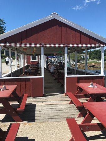 Spruce Head, ME: Covered and outdoor seating right on the pier