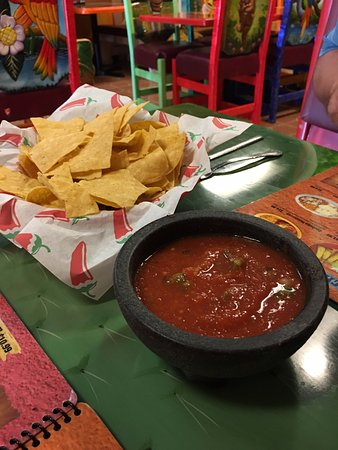 Don Luis Mexican Bar & Grill: Chips and Salsa (medium)