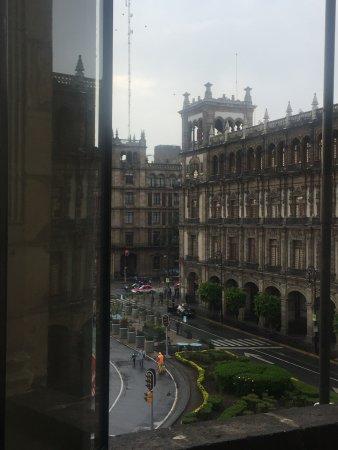 Gran Hotel Ciudad de Mexico: que comodida poder ver el zocal desde tu cuarto