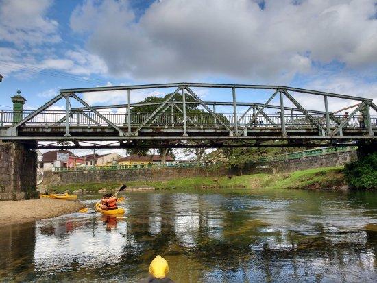 Nhundiaquara River: rio e ponte metálica