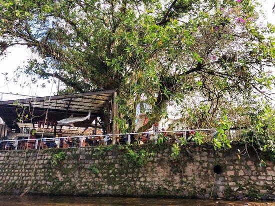 Nhundiaquara River: rio e restaurante na margem