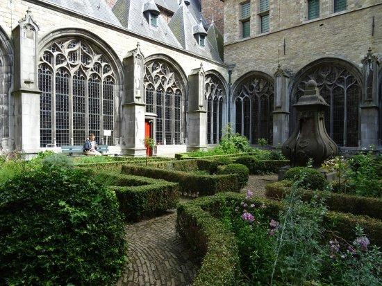 Ervarium Tours: kruidentuin pandhof Middelburg-ervarium history tour