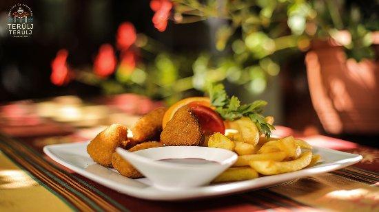 Terulj-Terulj Restaurant - New Muskatli: Deep fried camembert with cranberry jam