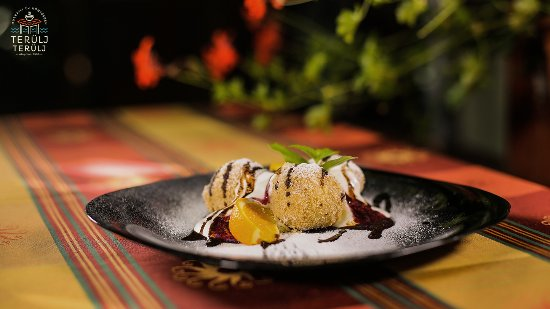Terulj-Terulj Restaurant - New Muskatli: Home made cottage cheese balls with sour cream and cranberry