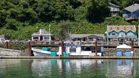 Newport's Historic Bayfront: Boat at the pier selling fresh tuna and cod - for $4 they will fillet your fish