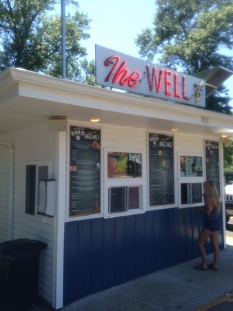 Winneconne, WI: A great summer stop. A family of four was less than $50 for burgers, fries, drinks, & ice cream.