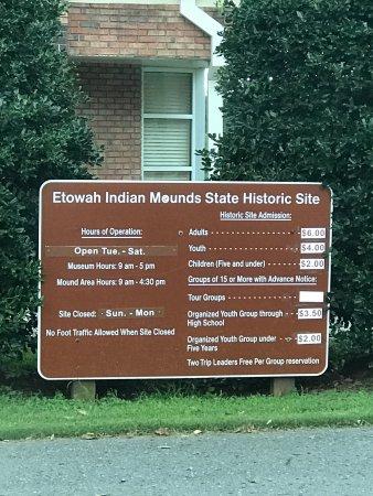 Cartersville, GA: Front Entrance Sign