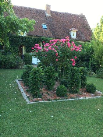 L'Echappee Belle: Maison vue du Jardin