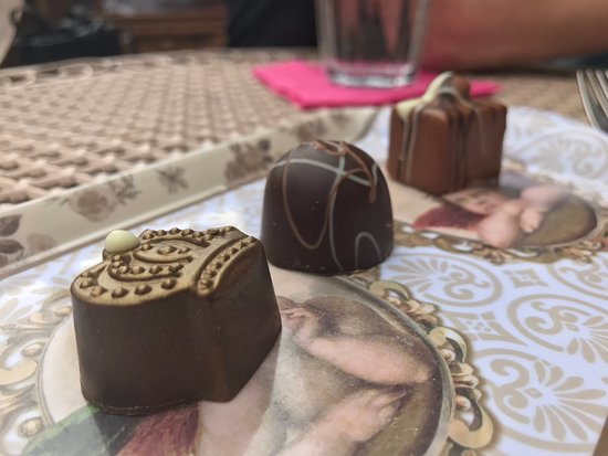 Chocolate House: praline chocolates