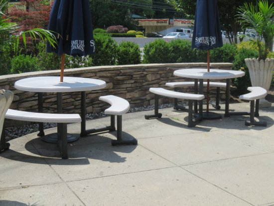 Middletown, NJ: Outdoor seating