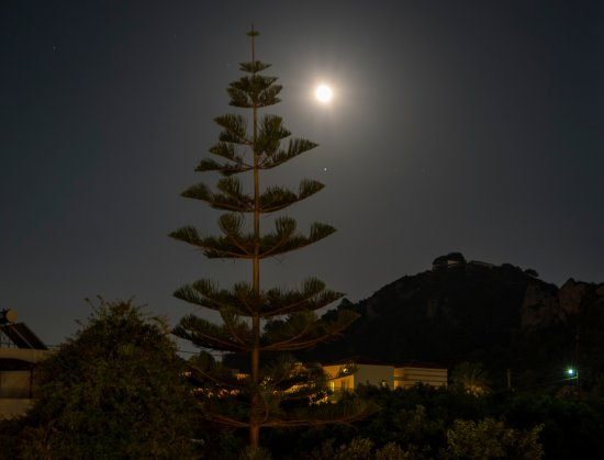 Porto Platanias Beach Resort & Spa: Full Moon from hotel balcony