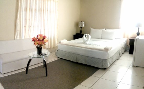 Rivas, Nicaragua: Single Room : 1 Queen or King Bed + Hot water private bath + Wi-Fi + TV Cable + A/C + Refrigerat
