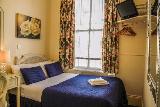 โรงแรมเบลดส์: Single Room