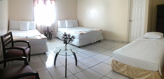Rivas, Nicaragua: Triple Room : Hot water private bath + Wi-Fi + TV Cable + A/C + Refrigerator